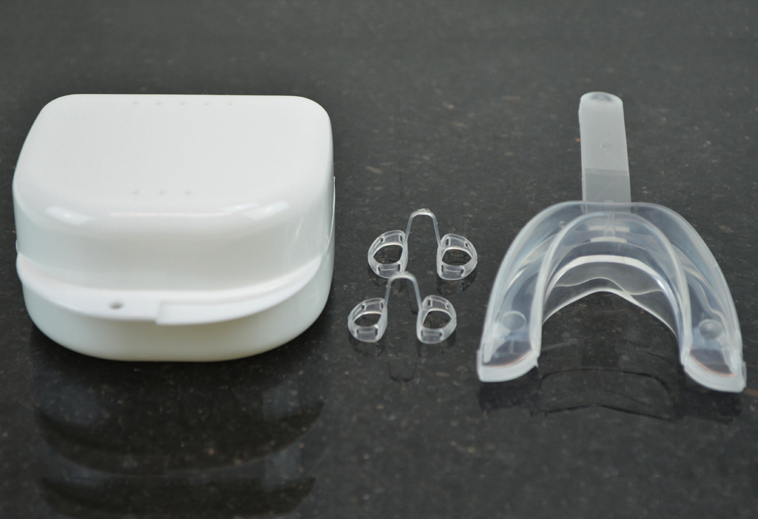 Mouthpiece and nasal dilators against snoring
