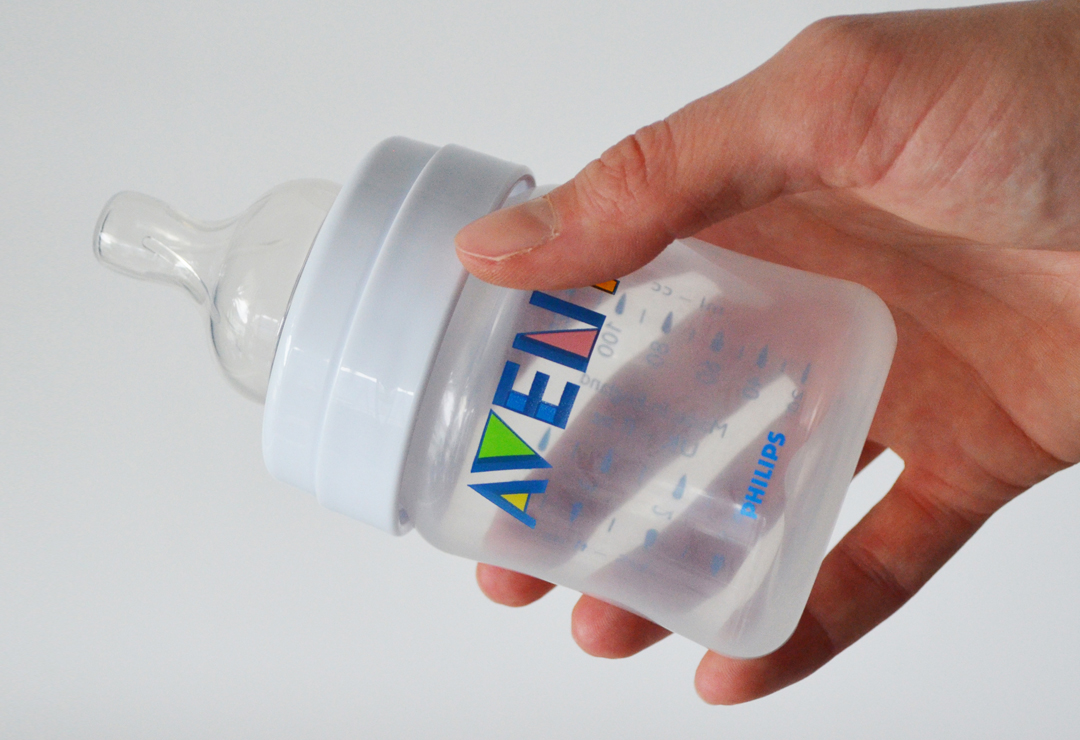 avent_SCF680_flasche_application.JPG
