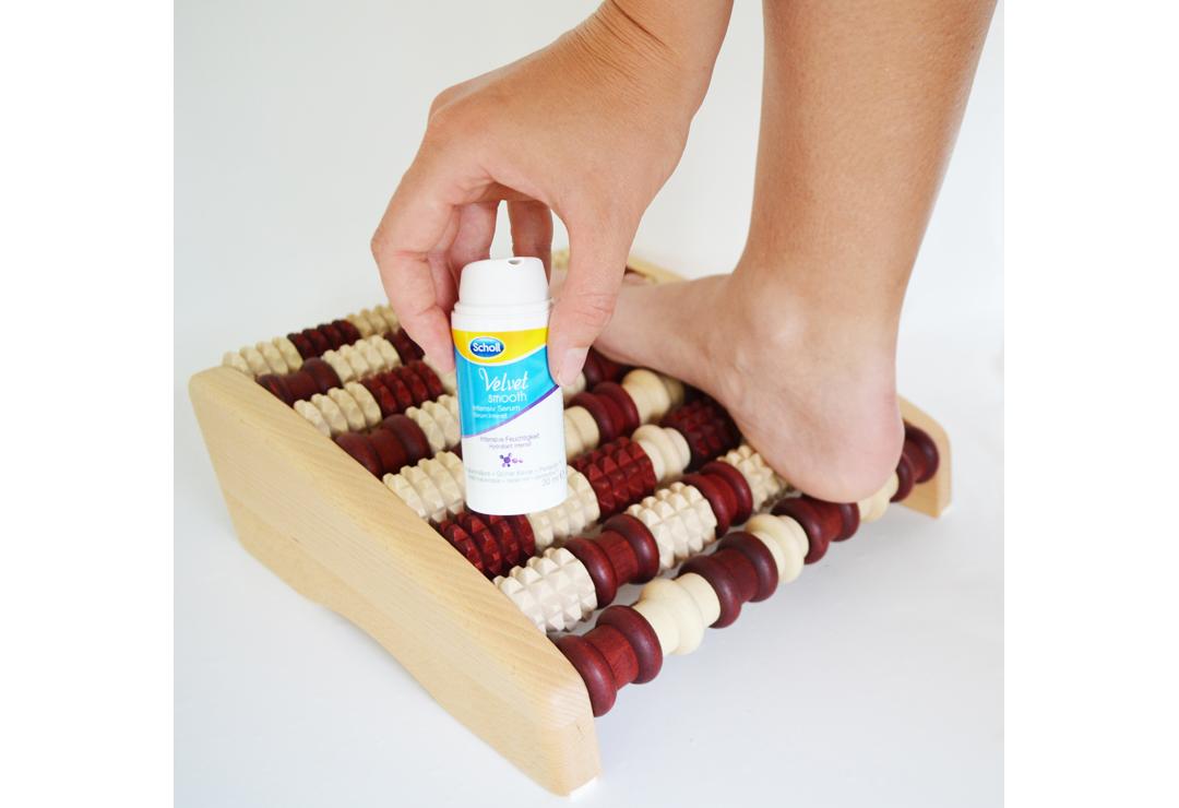 Boulier Massage Pieds Bois - Appareil de massage des pieds Promed Pedivital pour les deux pieds + Scholl Velvet Smooth