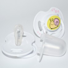 Orthodontic, collapsible and symmetrical soother