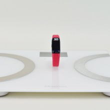 Multifunctional bathroom scale made of high-quality safety glass, combined with the Vifit connect MX3