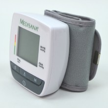 Compact blood pressure meter for the measurement on the wrist.