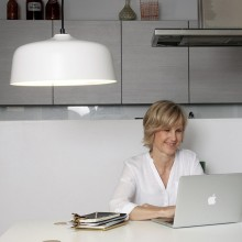 The fact that it can be easily switched from warm light to pure white light makes the Innosol Candeo lamp unique.