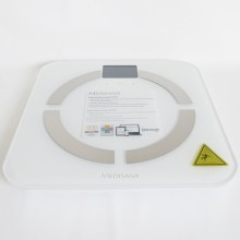 Multifunctional scale with digital display and slim design, made of high-quality safety glass